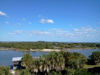 Cedar Key Serenity - Waterfront - Walk to Dock St! - Cedar Key vacation rentals