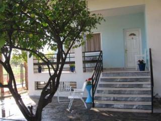 cottage front - Private, cottage by the beach, perfect location - Corinth - rentals
