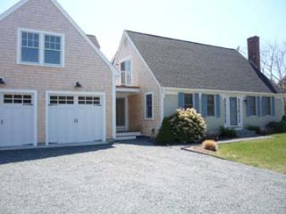 1539 - SPACIOUS, ATTRACTIVE HOME BEAUTIFULLY LAID OUT FOR YOUR FAMILY VACATION - Edgartown vacation rentals
