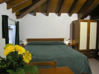The green bedroom - Residence Antico Pozzo (apartments for rent) - Bellagio - rentals