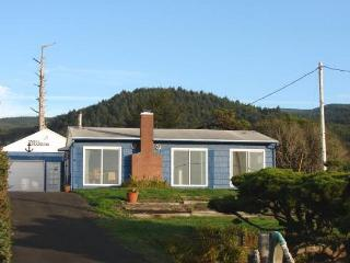 SNUG HARBOR - Manzanita vacation rentals