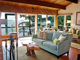 Waterfront~1 min to Beach & swimming dock~ Views - Bowen Island vacation rentals