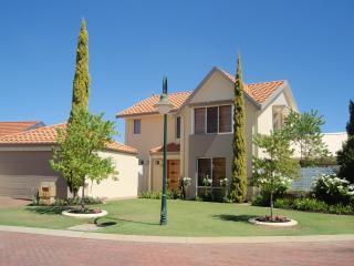 Tea Tree Manor - (Air-conditioned & Free Wifi) - Perth vacation rentals