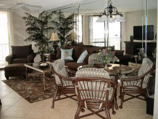 Living Room & Dinette Area - AUG 1 & AUG 2 is AVAILABLE for $100 less per nt. - Orange Beach - rentals