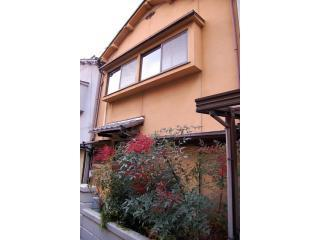 The front of Apple House ( private gate and entrance ) - Lovely Apple House on Kyoto's Historical East Side - Kyoto - rentals