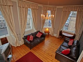 St Giles, on Royal Mile, 200 metres to Edinburgh Castle - Edinburgh vacation rentals