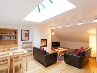 Thistle St Lane, 250 metres to Princes St, with parking - Edinburgh & Lothians vacation rentals