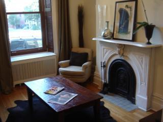 Beautiful Downtown Montreal 2 Bedrooms, Sleeps 6 - Westmount vacation rentals