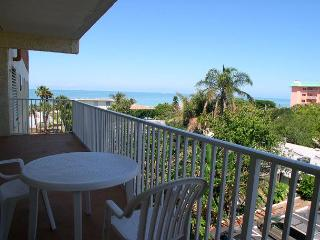 San Remo 303 - Large 2 bedroom with Gulf View Balcony & Gulf Front Pool - Saint Petersburg vacation rentals