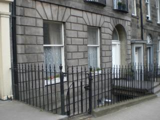 Very Central City Apartment Dublin Street : WiFi - Edinburgh & Lothians vacation rentals