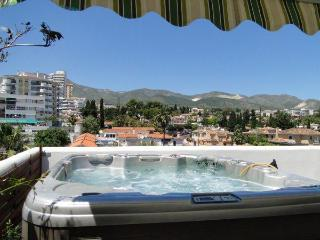 Isla. Penthouse, jacuzzi,wifi,BBQ, big terrace. - Comares vacation rentals