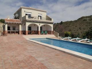 Botin. Beautiful Villa, heated pool, sea views. - Comares vacation rentals