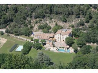 Three houses, pool & tennis in grounds of Chateau - Aix-en-Provence vacation rentals