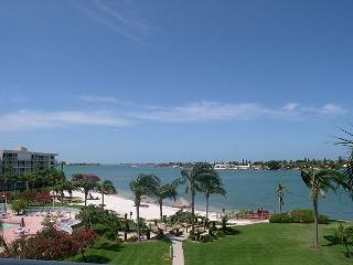 Isla Del Sol - Bahia Vista 10-425 Corner Condo with Fabulous Views! - Saint Petersburg vacation rentals
