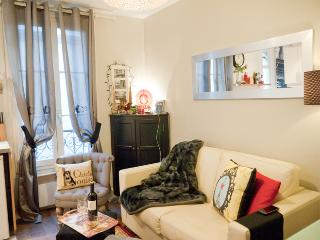 French Kiss - Cozy One-Bedroom in Montmartre - 18th Arrondissement Butte-Montmartre vacation rentals