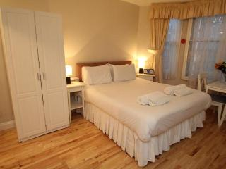Charming West London Studio Apartment - London vacation rentals