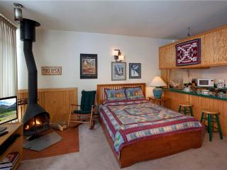 Charming studio with New Mexico Theme Décor - Condo 07 - Taos Ski Valley vacation rentals