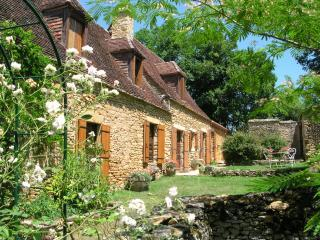 Peaceful, restored Dordogne farmhouse, heated pool - Saint Chamassy vacation rentals