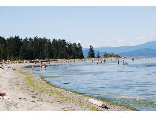 The Beach - Wonderful beachfront property - Parksville BC. - Parksville - rentals