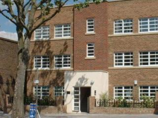 Front door - Four Star Quality apartment in Ealing London W5 - London - rentals