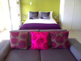 Crisp cotton double bed with modern sleeper couch - ample room for a small family - Hero City Super Studio: Near Cape Town Stadium - Cape Town - rentals