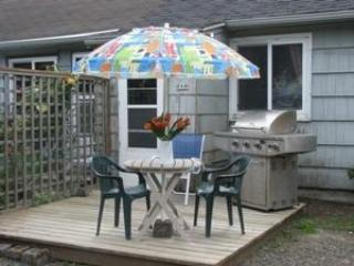 The Bungalow is a cozy Pet Friendly retreat in Mid Town Cannon Beach 1 bedroom 1 bath Sleeps 2 - 35617 - Cannon Beach vacation rentals