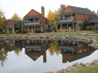 BIG MOUNTAIN VIEW CONDO - Mountain views in Pine Meadow Village, high speed internet, close to downtown Sisters. - Sisters vacation rentals