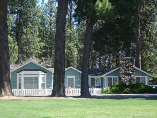 PINE STREET COTTAGE - Mountain view family home, walk to downtown Sisters. - Sisters vacation rentals