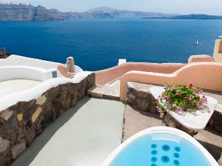 GREEK PARADISE, outdoor Hot Tub, Caldera views - Oia vacation rentals