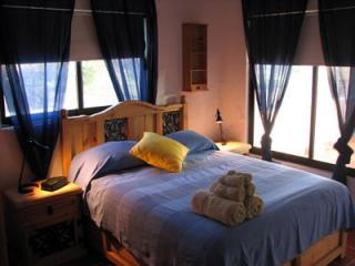 2 Queen Bedroom - Economical 1 or 2 bedroom close to beach & square - Puerto Morelos - rentals