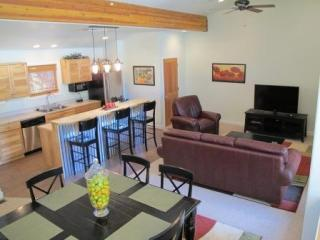 Upstairs - Luxury Condo at Moab Springs Ranch - Sleeps 8 - Moab - rentals