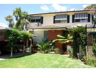 Front yard - Sydney budget furnished rental apartment with WIFI - Sydney - rentals