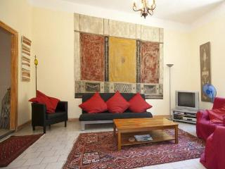 Provence 3 Bedroom, 1.5 Bath Terrace on Rhone - Beaucaire vacation rentals