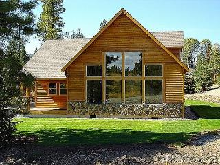 Charming Cabin in Roslyn Ridge *Summer Specials* 3BR/2BA, Pool, WiFi! - Cle Elum vacation rentals