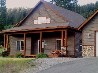 Well equipped cabin in Roslyn Ridge!  2BR/1BA, Pool, Hot Tub, Snowmobiling! - Cle Elum vacation rentals