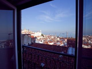 Apartment in Lisbon 120 - Alfama - managed by travelingtolisbon - Lisbon vacation rentals