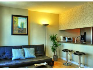 Living room  - Harbour View Downtown 2BR Apt, Pool, Gym - Vancouver - rentals