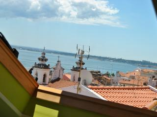 Apartment in Lisbon 99 - Alfama - managed by travelingtolisbon - Lisbon vacation rentals