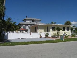 Newly Renovated Fort Myers Beach Vacation Home with upscale Decor and Amenities -  Lazy Days - Fort Myers Beach vacation rentals