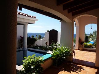 MAGNIFICENT VILLA COSTA LOTTA BY THE OCEAN - Bay Islands Honduras vacation rentals