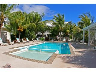 Pool area - Affordable Turks & Caicos 2 Bed at Grace Bay Place - Providenciales - rentals