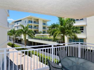 Newly renovated 2BR with wi-fi, dinette #304GS - Sarasota vacation rentals