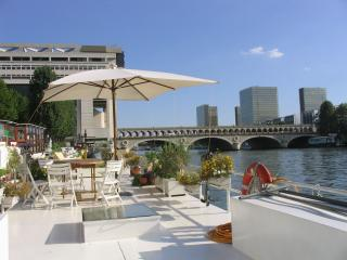 pont - Live on the River, 7 guests houseboat Rapee- #33 - 12th Arrondissement Reuilly - rentals