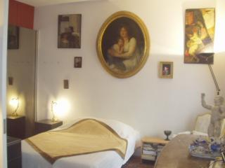 Stay close to Notre Dame Cathedral and the Seine-Rue du Cloitre Notre Dame - apt #17 - Paris vacation rentals