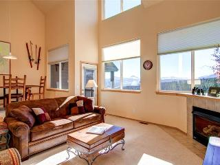 2 BR/2.5 BA, Great views, pirvate hot tub, sleeps 6, private hot tub, pet friendly - Silverthorne vacation rentals