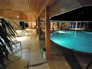 Luxury villa private pool/beach on golf course - Runaway Bay vacation rentals
