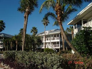 Relaxing Ocean Front Villa- Screened Porch, Full Kitchen, Laundry, Cable TV - Cape Haze vacation rentals