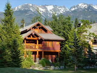 Grand Juniper Chalet | Nicklaus North - 4 Bedroom Home, Private Hot Tub - Whistler vacation rentals