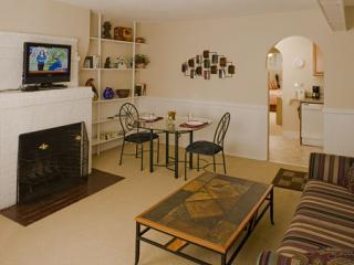 2 C M234-2 Living room dining toward kitchen-02 - Back Bay Vacation Rental 2 (M234-2) - Boston - rentals