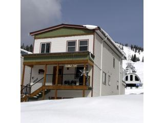 Ski-in / Ski-out - 2bdr Suite - Silver Star Resort - Silver Star Mountain vacation rentals